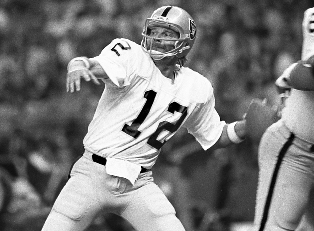 Ken Stabler throws